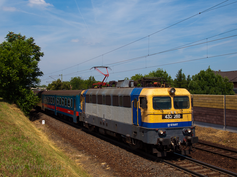 The 432 260 seen near Rákos picture