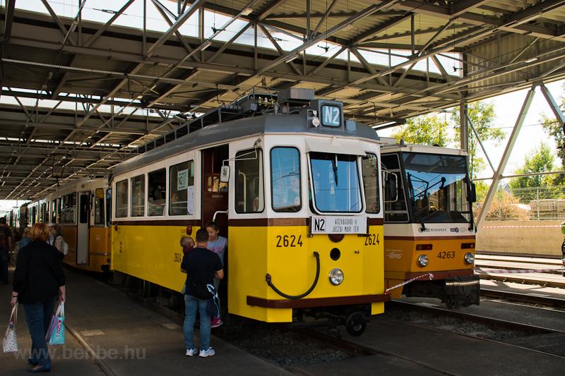 A BKV 2624 pályaszámú, füzesi acélvázas nosztalgiavillamosa a nyílt napon Budafok kocsiszínben  fotó