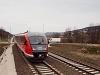 A MÁV-START 426 008 pályaszámú Desiro motorvonata Solymár és Üröm között a 2-es vonalon (Esztergom-Budapest) A villamosítás köztes állapotában még jártak a vonatok, természetesen Desiro motorvonatokkal, de már folyamatban volt az oszlopállítás. Ez egy több, mint egy éves agonizálása volt a vonalnak a felújítás végtelen történetében. A menetrend még mindig igencsak laza például, így vehetjük úgy, hogy a történet még nem ért véget.