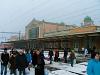 Békéscsaba felvételi épülete még perontetők nélkül, a felújítás előtti, elhanyagolt állapotában, nappal