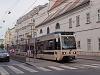 A Wiener Lokalbahnen új, Bombardier szerelvénye (405-ös kocsi), hozzákapcsolva egy régi kocsi is megy erősítésnek