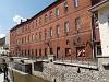 Miskolc, szökőkút a Szinva-parton és egy lengyel stílusú épület