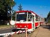 A KT8D5 211-es villamos piros-fehér, régi festésben Miskolcon
