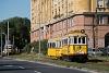 A BKV Budapest 2806 pályaszámú, favázas villamosa fotósmeneten a Krisztina körúton fog vissza ideiglenesen, hogy elengedjen egy forgalmi számot