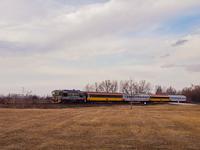 A KDŠ 750 096-0 a RegioJet járműhiány miatti kisegítő szerelvényével a Pozsony-Dunaszerdahely-Komárom vasútvonalon Felistál-Alsónyárasd és Ekecs között