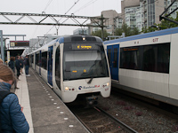 Randstad Rail metró a rotterdami RET szervírozásában  Den Haag - Laan van NOI állomáson
