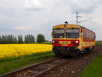 The 117 180 is arriving at Csorna from Pápa on line 14