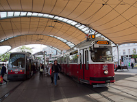 A Wiener Linien 4096 pályaszámú E2 villamos a Burggasse/Stadthalle megállónál