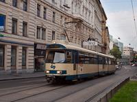 A Wiener Lokalbahn régi motorvonata Bécsen belül villamosként közlekedik (109-es kocsi)