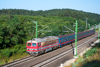 The MÁV-START 418 143 (M41 2143 retro) seen between Pázmáneum and Szabadságliget at double-track section Terranova