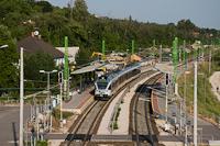 A 415 089 pályaszámú FLIRT egy Esztergomba tartó G72-es zónázó vonattal Üröm megállóhelyen