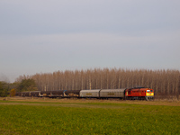 The MÁV-START 628 127 is hauling a freight train to Jászberény between Hatvan and Jászfényszaru