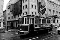 A BKV 611 pályaszámú nosztalgia villamosa a Frankel Leo úton