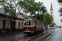 A BKV 611 pályaszámú nosztalgia villamosa a Kolosy térnél