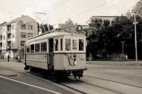 A BKV 2806 pályaszámú, K-típusú nosztalgia villamosa Budapesten, a Nagyszombat utcánál, az Árpád Gimnáziumnál