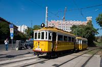 A BKV Budapest 2806 pályaszámú, favázas villamosa fotósmeneten a Postapalotánál