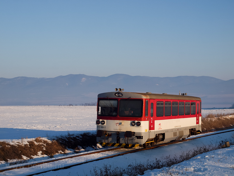 The ŽSSK 812 009-3 seen between Pastovce and Zalaba photo