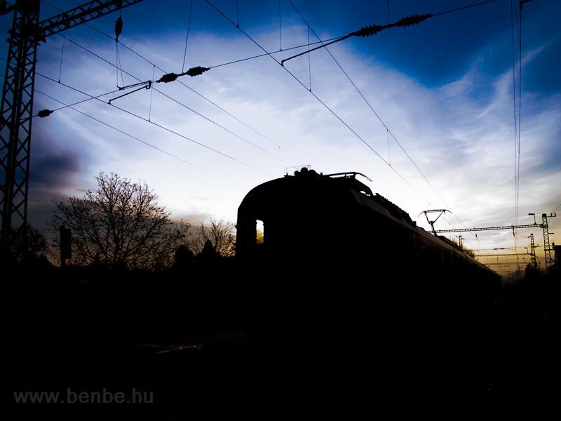 A BDVmot 003 Őrbottyán állomáson vár keresztre fotó