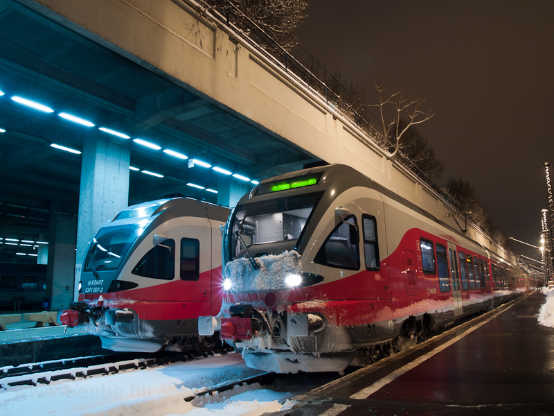 Az 5341 007-2 és egy társa a Nyugati pályaudvaron fotó