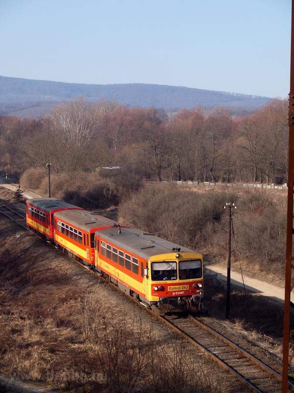 A Bzmot 243-as a 2-es út fe fotó