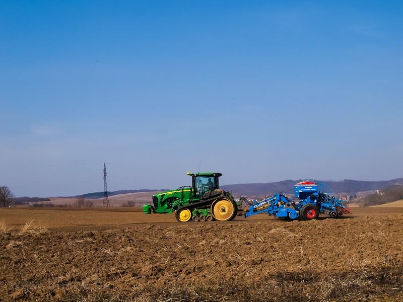 Némi nagygép a mezőgazdaság szolgálatában fotó
