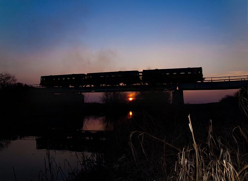 A Bzmot 198 Újszász és Szászberek között a Zagyva-hídon fotó