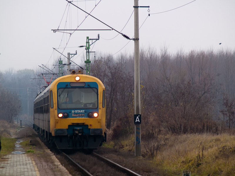 A Btx 011 Váchartyán megállóhelyen fotó