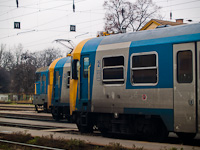 The V43 1342, the Bmxt 018 and the Bmxt 011 at Vác station