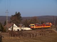 A Bzmot 343 Magyark�t-Verőce meg�ll�helyn�l