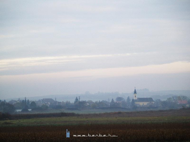 Püspökhatvan látképe a római katolikus templommal fotó