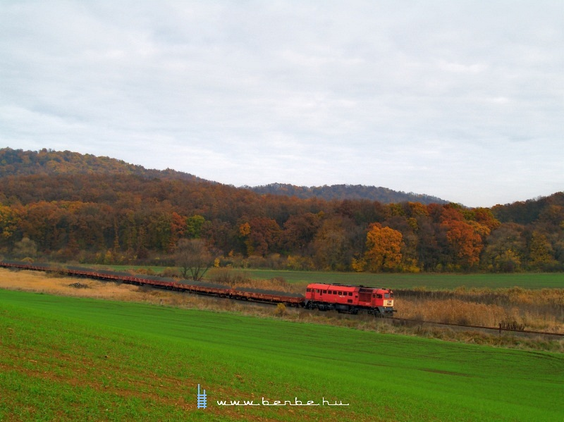 The M62 108 pulling his stone train towards Püspökhatvan photo