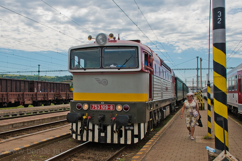 The ŽSR 753 109-8 seen at Kassa photo