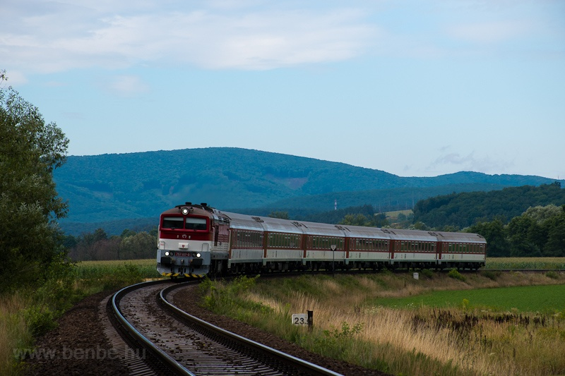 The ŽSSK 757 017-9 seen between Nováky and Kos photo