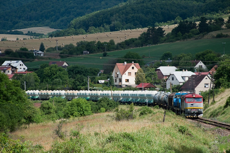 The ŽSSKC 751 192-6 seen between Ráztočno and Handlová photo