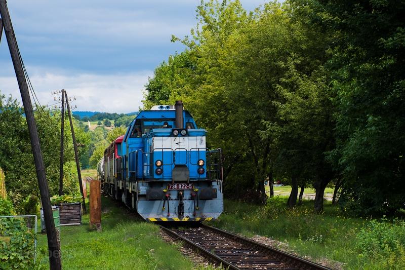 A ŽSSKC 736 022-5 Hársas-Nyitratormás és Privigye-Bajmócfürdő között fotó