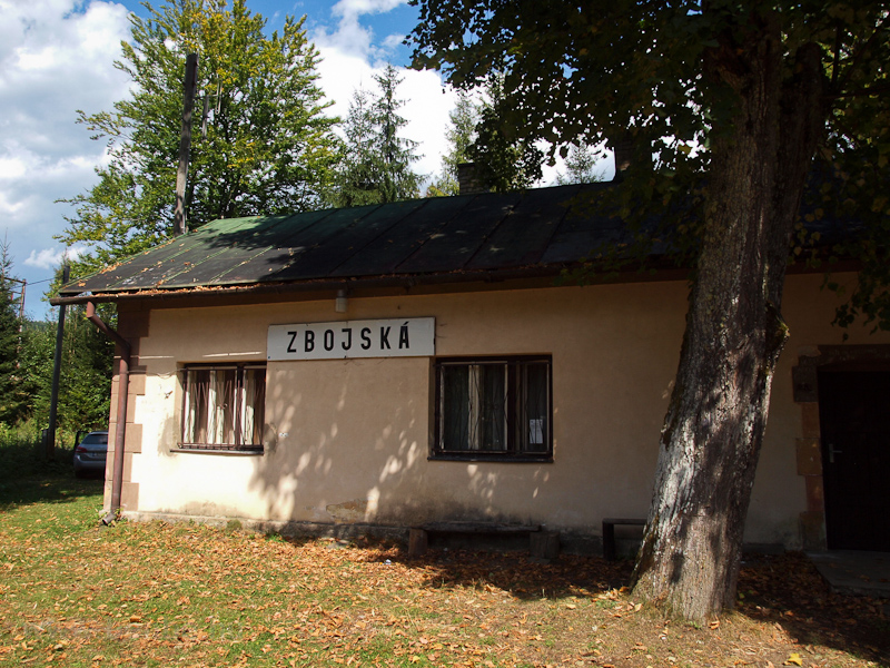 Zbojská station photo