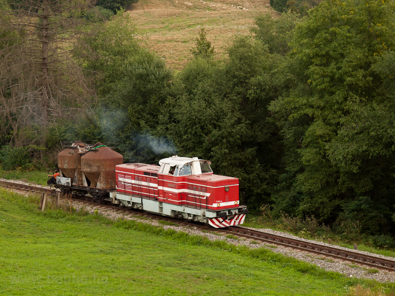 The ČSD T444 1082 seen photo