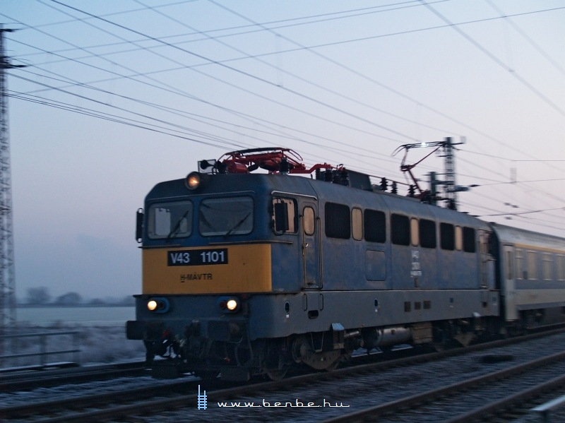 V43 1101 a TVK InterCityvel Vámosgyörkön fotó