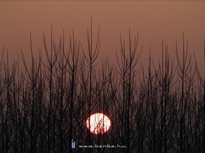 A felkelõ Nap Vámosgyörkön fotó