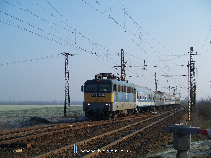 V43 1039 Ludason fotó
