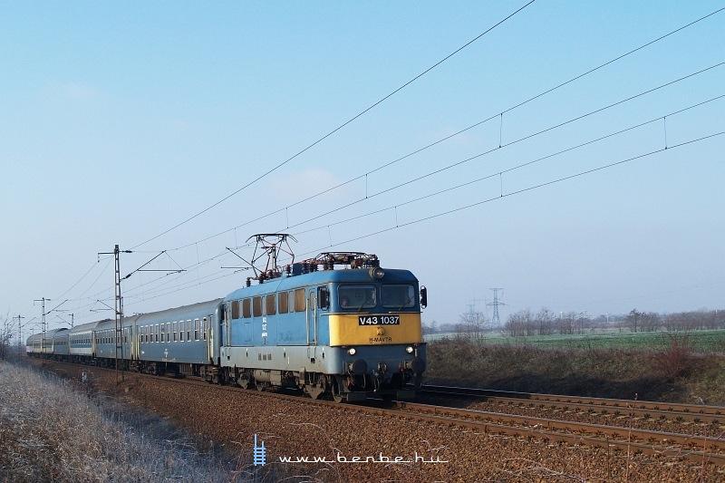 V43 1037 Kar�csond �s Ludas k�z�tt fot�