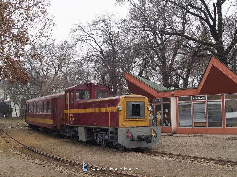 Mk48 409 Gyöngyösön, az erdei vasút állomásán fotó