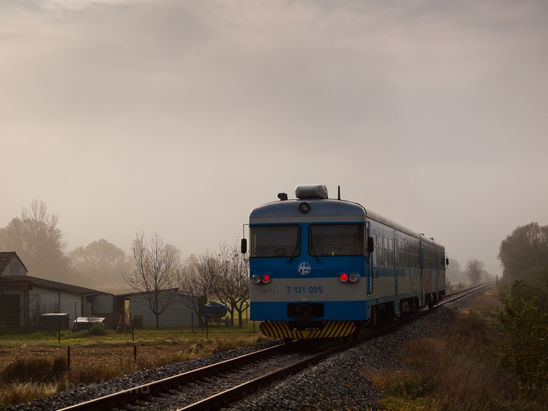 The HŽ 7 121 005 seen  photo