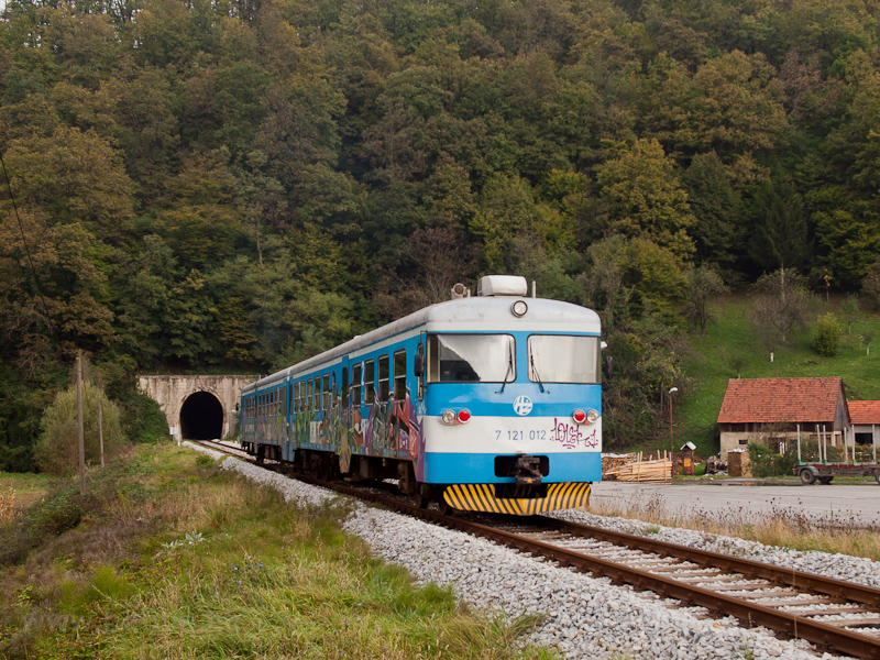 The HŽ 7 121 012 seen  photo