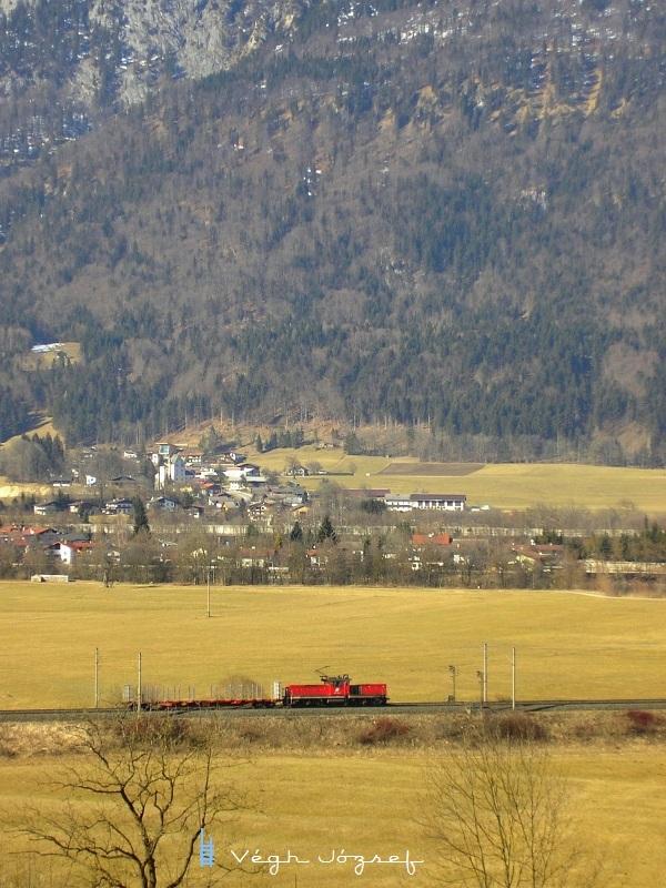 Kis mozdony nagy hegyek alatt fotó