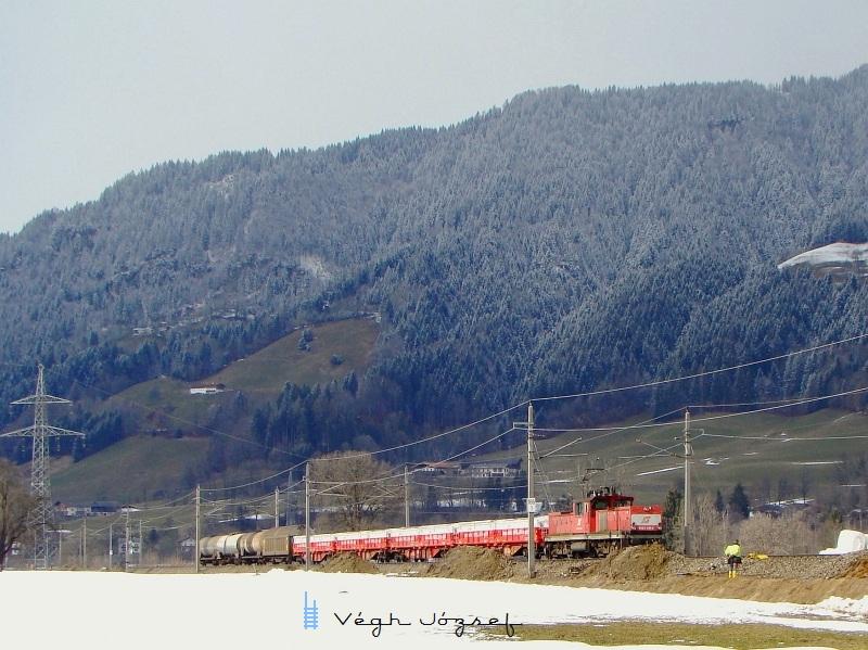 1063 041-6 egy kis tolatós tehervonat élén Wörgl és Hopfgarten között fotó