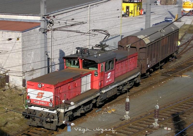 1063 045-7 Kufsteinben kocsirendezés közben fotó