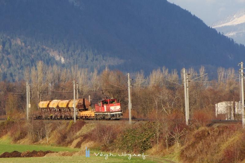 1063 038-2 érkezik haza Wörglbe pár sóderos kocsival Kufsteinbõl. fotó
