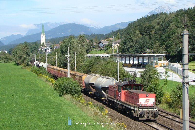 Könnyü kis gyüjtõtehervonattal érkezik Kufstein felõl a 1063 040-8 fotó
