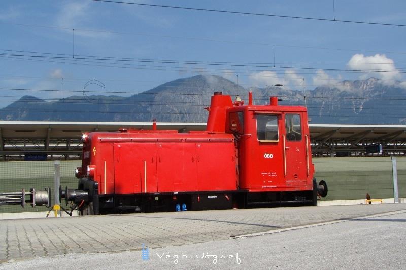 2060 082-1 a 2067-es sorozat elötti állomási mindenes, egy kis két tengelyes 200 lóerõs mozdony fotó